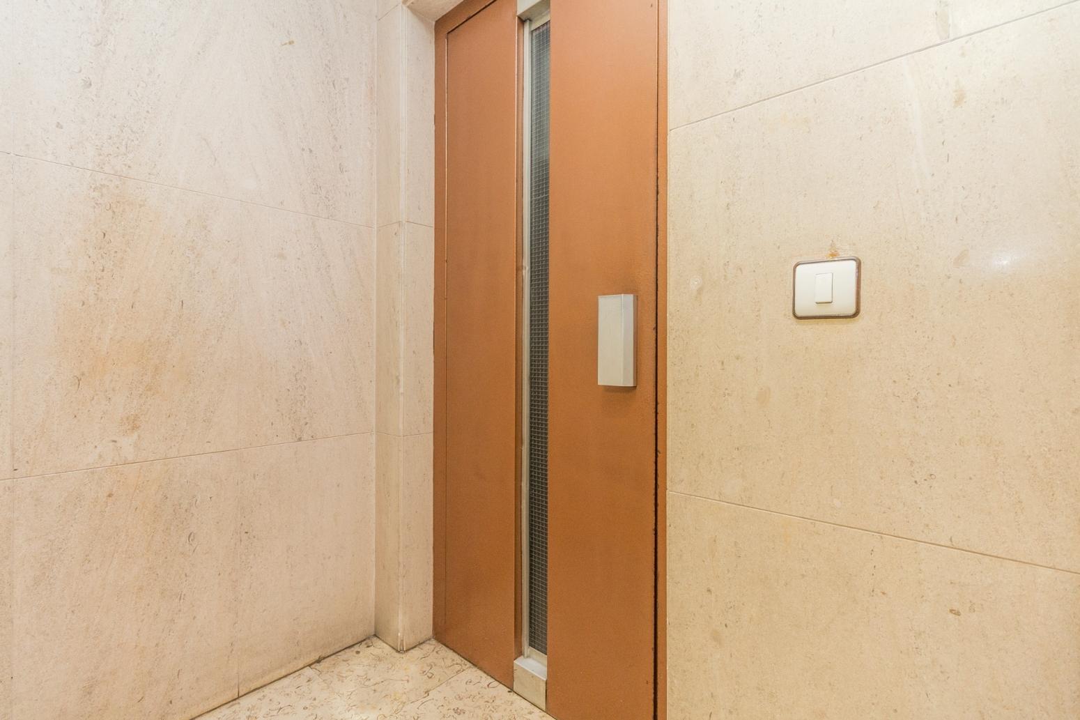 Detalle ascensor.