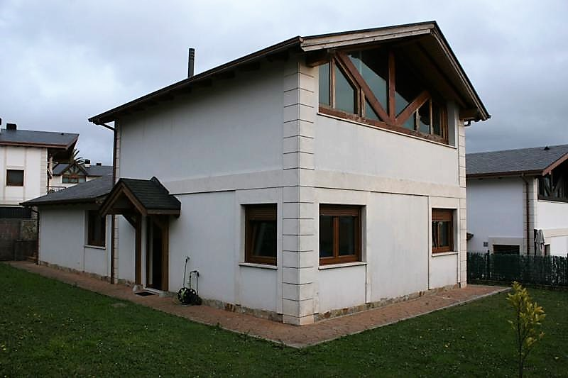 Chalet pareado en venta en Boo  de 5 Habitaciones, 3 Baños y 220 m2 por 295.000 €.