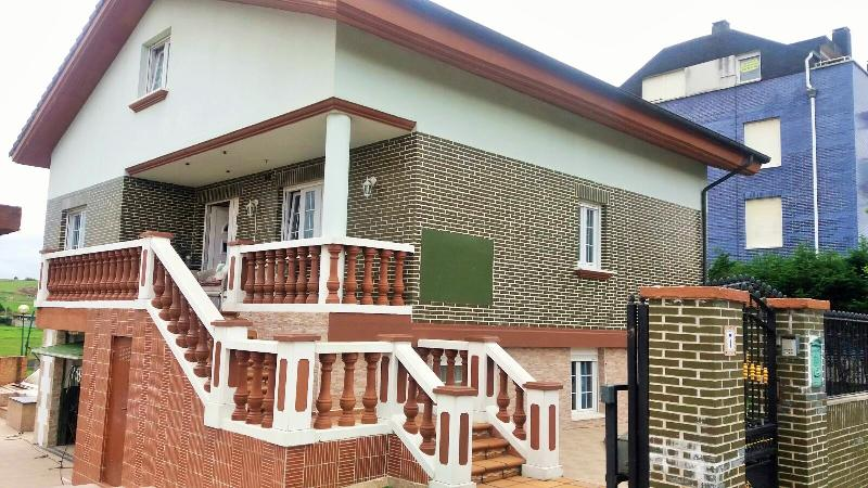 Chalet independiente en venta en Suances  de 4 Habitaciones, 3 Baños y 311 m2 por 240.000 €.