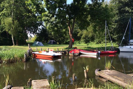Zeltwiese am kanal