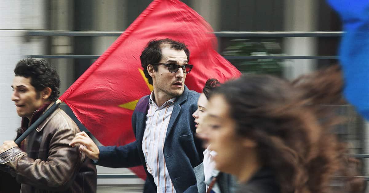 Röda flaggor när de delar en enda pappa