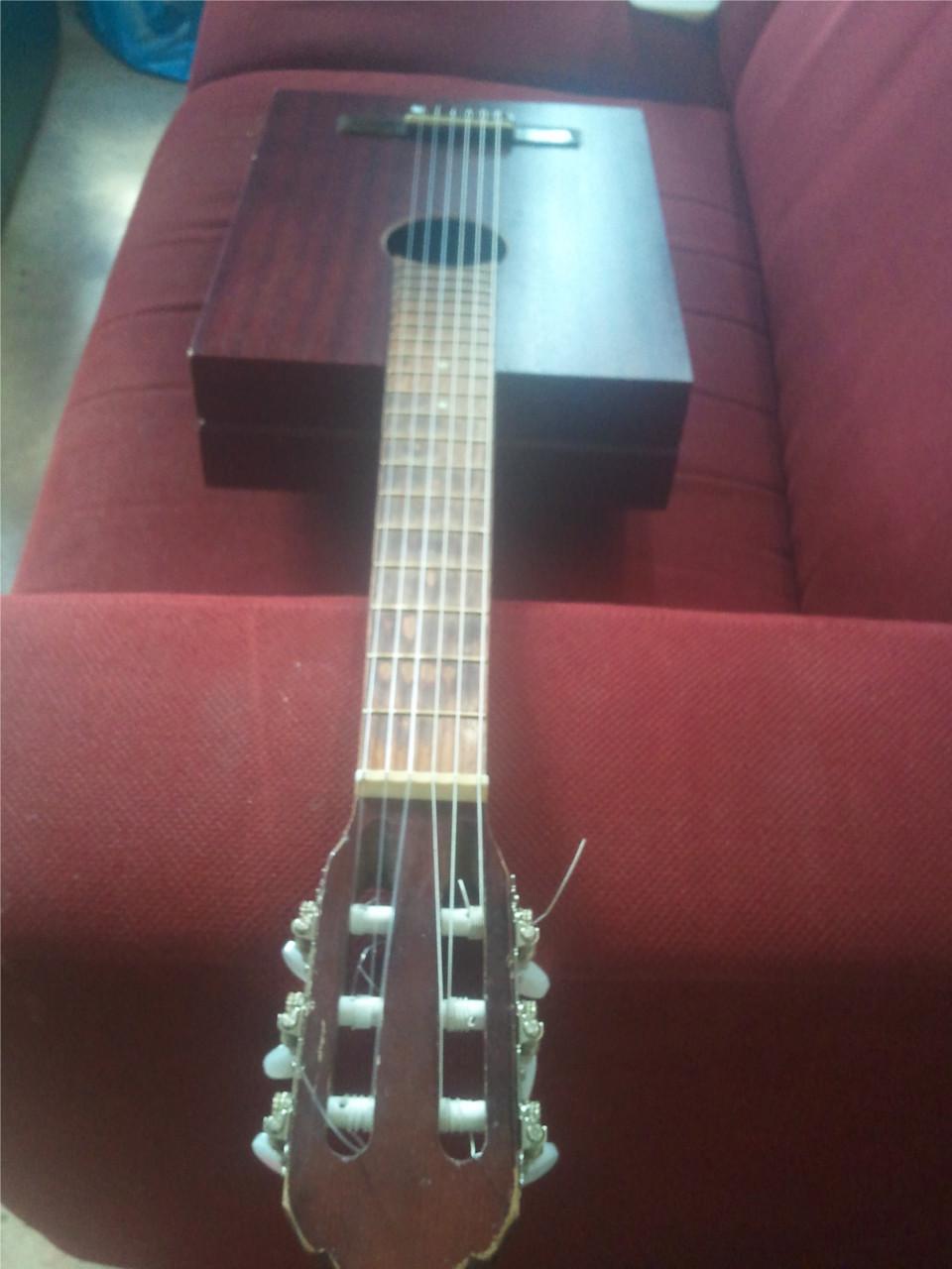 zelfgemaakte <br> gitaar