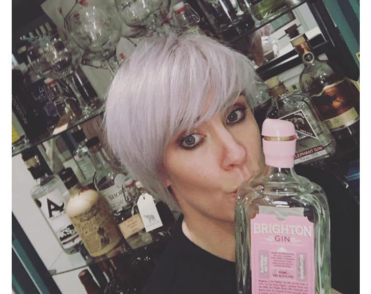 Rachael Young Loves Gin