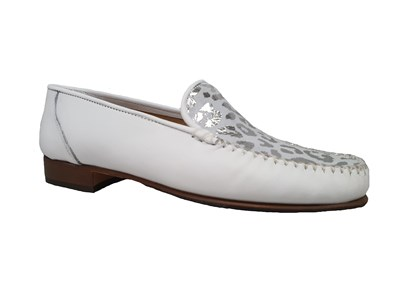 Hb White Moccasin With A Silvery Pattern Vamp
