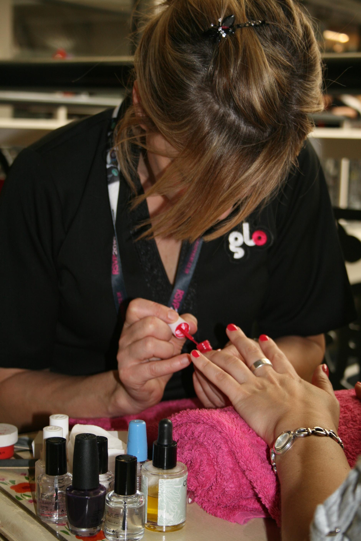 a glo manicure