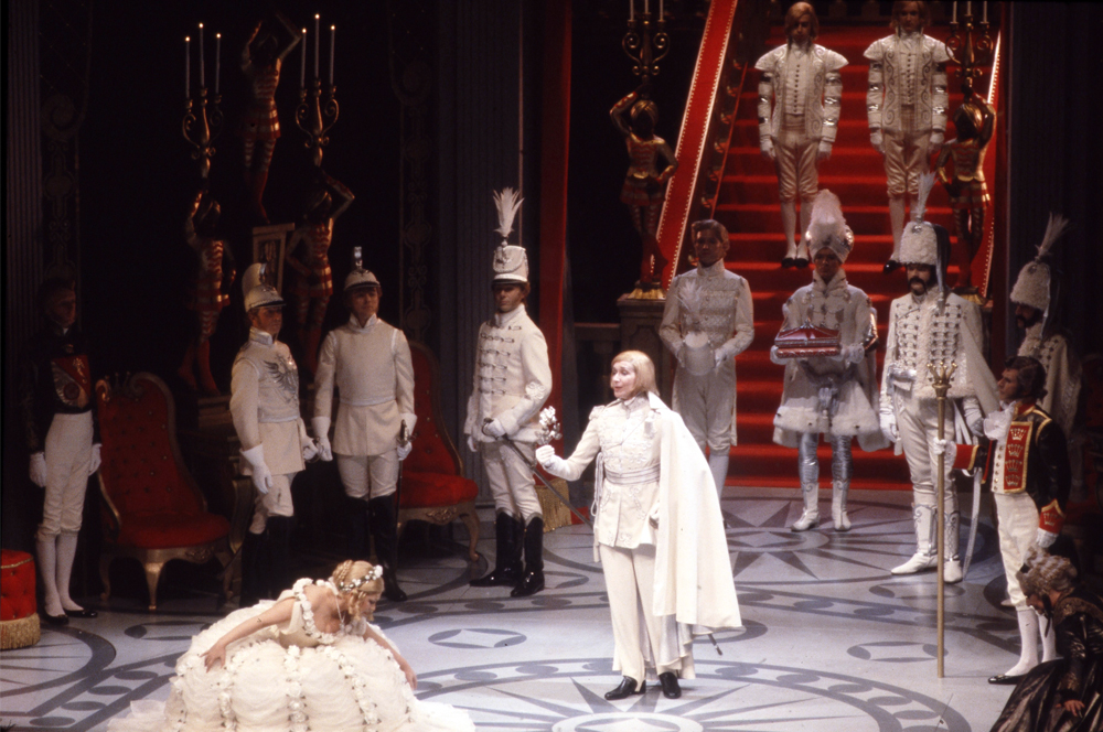 The presentation of the rose scene in the 1980 production of Der Rosenkavalier (Photo: Guy Gravett/Glyndebourne Archive).