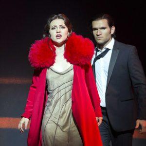 Explore La traviata