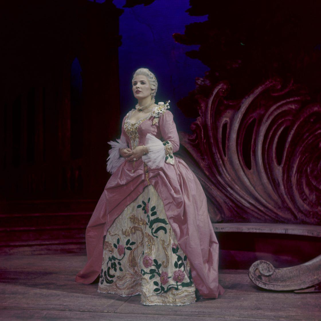 Pilar Lorengar as The Countess, Le nozze di Figaro,1958