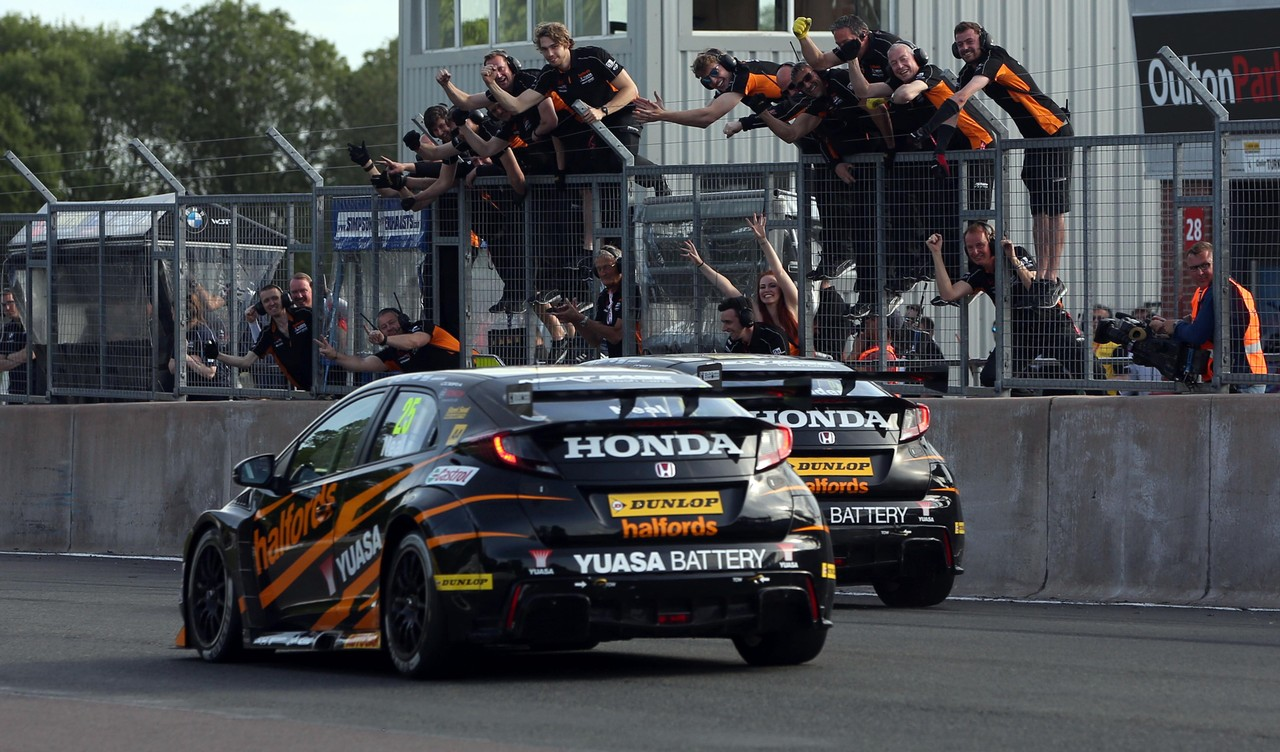 Shedden and Halfords Yuasa Racing storm into championship lead