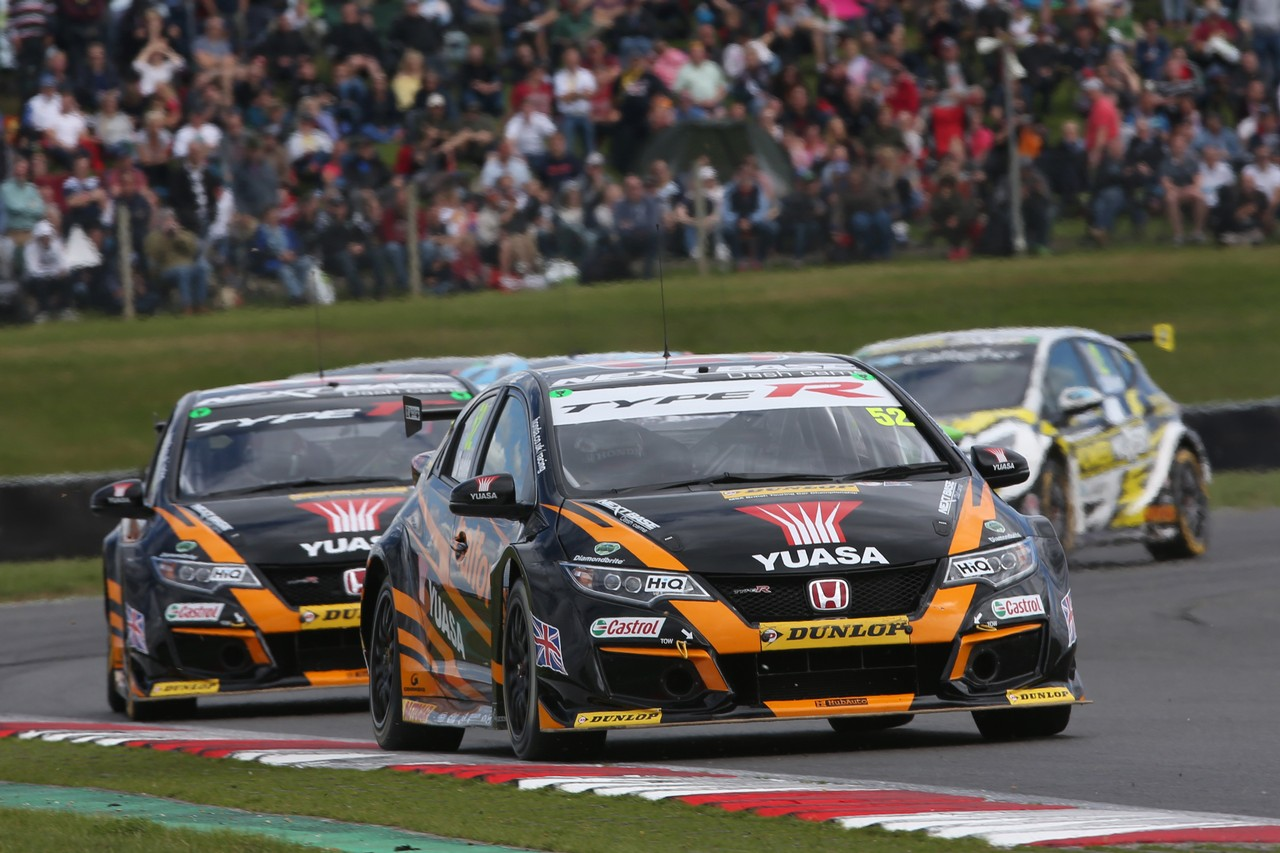 Shedden fights back to stay on top