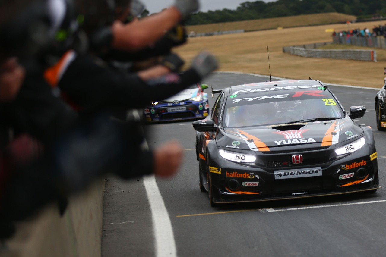 Honda on a roll as Neal and Cammish turn it up for Rockingham showdown