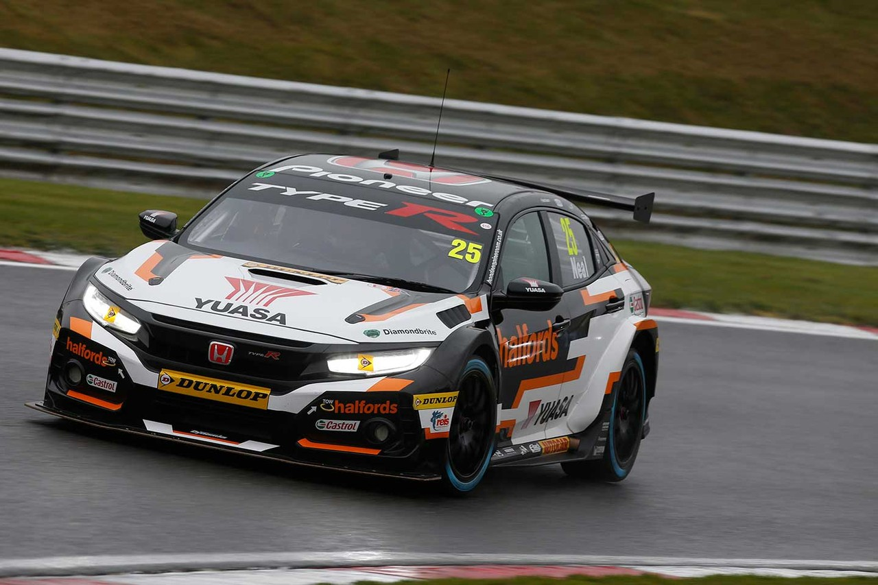 Honda battles weather to open BTCC season with trophy