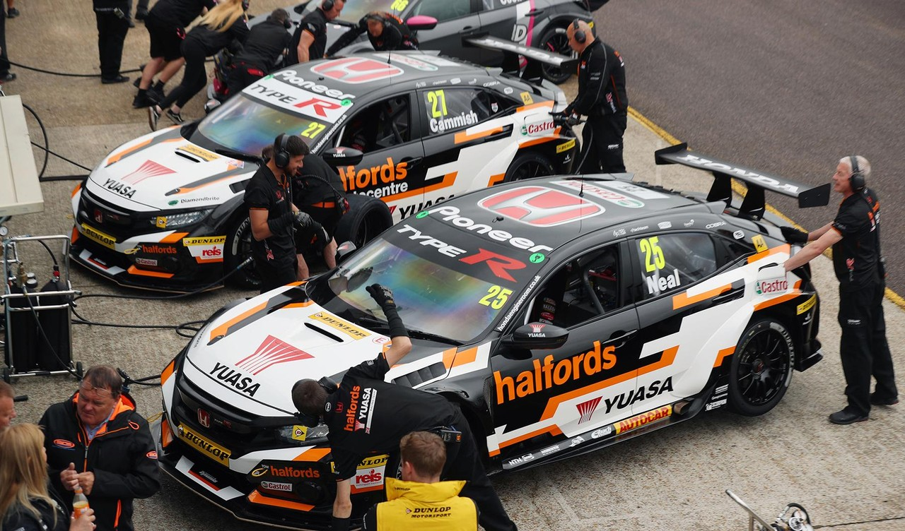 Podiums at Thruxton boost Honda BTCC title chase