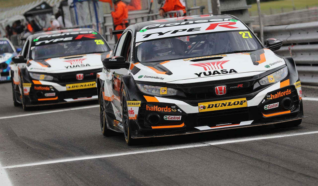 Snetterton podiums boost Honda man Cammish's BTCC title bid