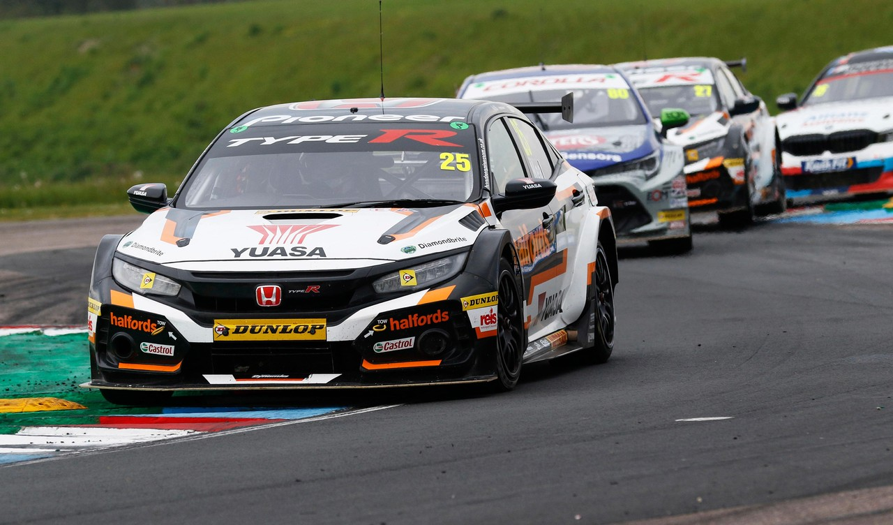 Honda aims for top step as BTCC returns to Thruxton