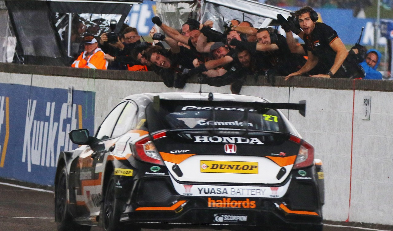 Cammish wins at Thruxton to boost Honda BTCC title chase