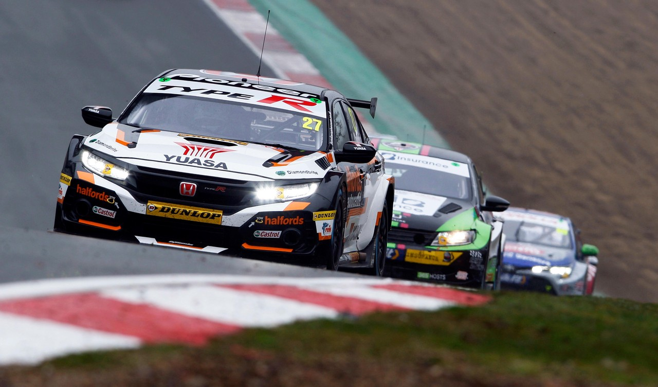Honda BTCC title bid goes to the wire at Brands Hatch