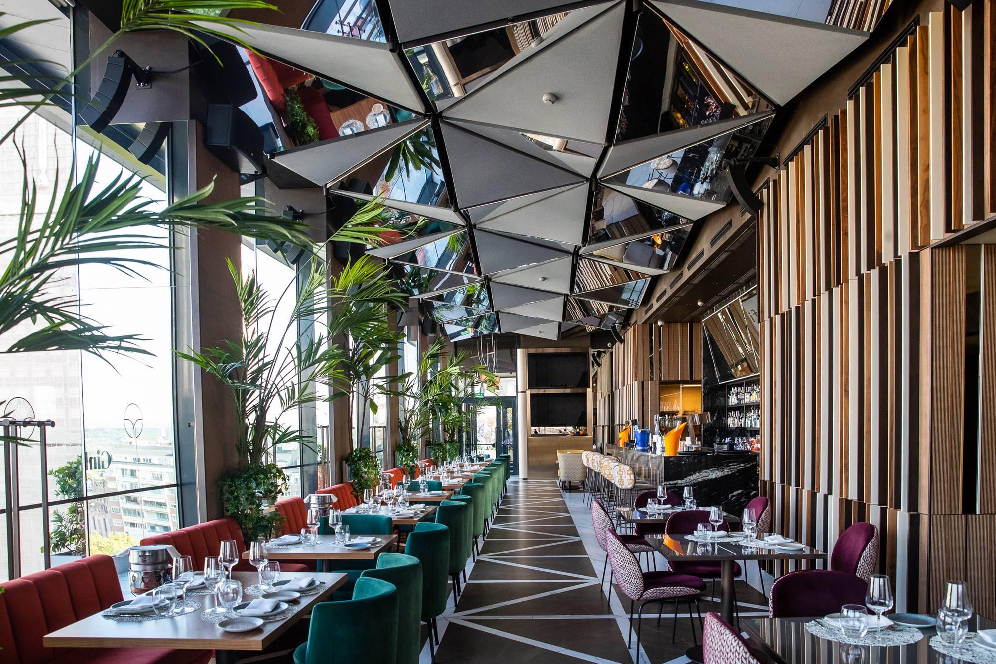 El diseño del 'sky bar' corre de la cuenta del Studio Gronda, que ha firmado locales como el 'Tatel Miami' o el 'Zela Ibiza'.