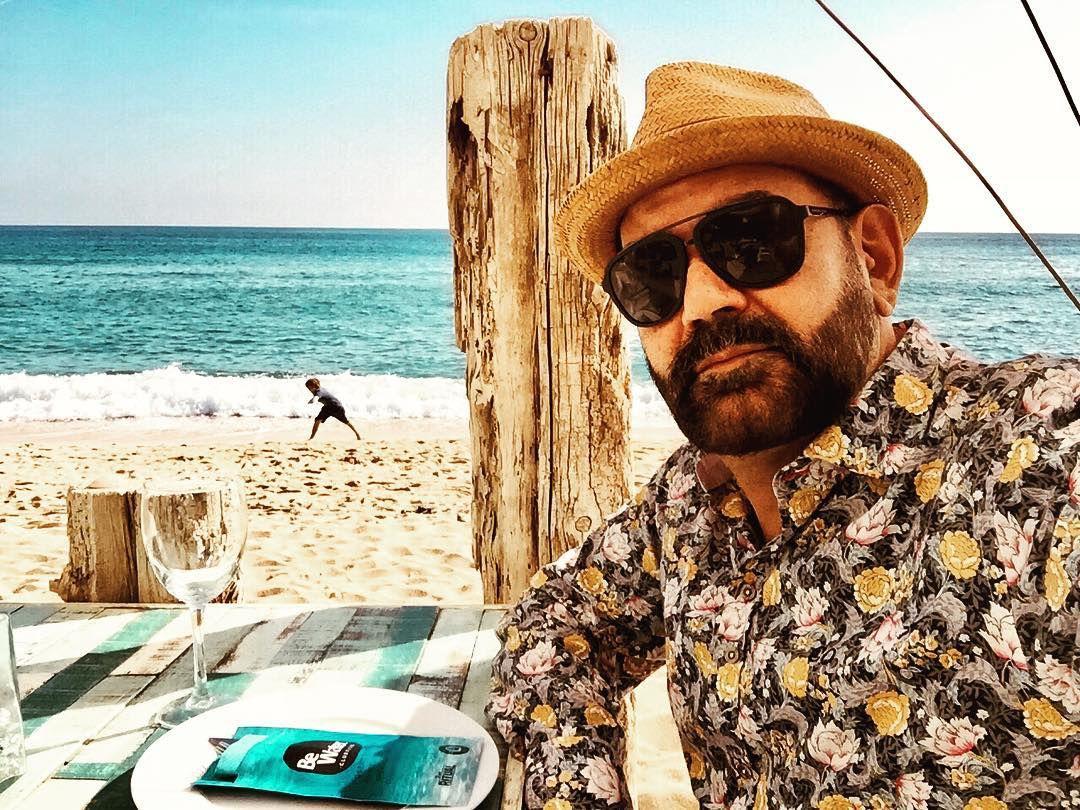En Cabrera de Mar, en plena comarca del Maresme, el polifacético actor aprovecha un viaje de trabajo para tomar aire fresco. Foto: Instagram.