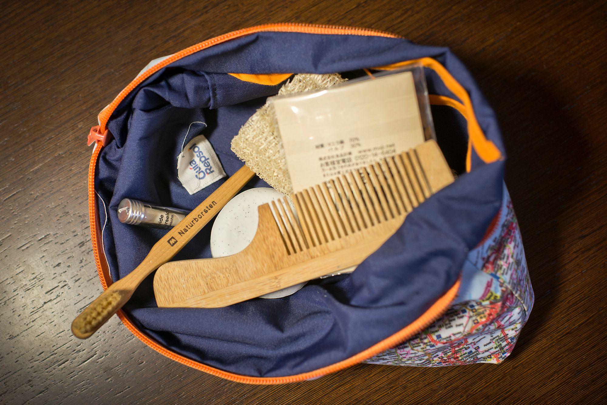 Utiliza el neceser de tejido de Guía Repsol para guardar tus envases reutilizables.