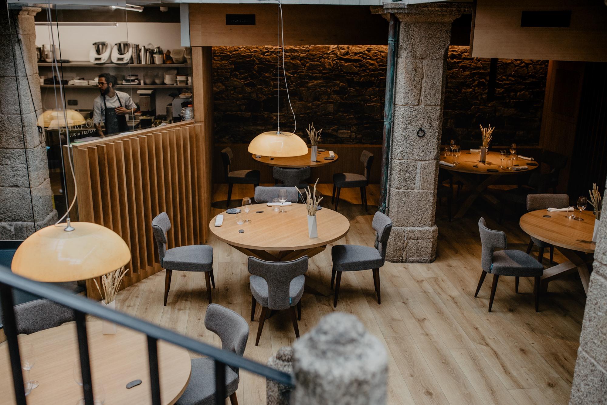 'A Tafona', situado en el típico patio gallego, está recién restaurado.