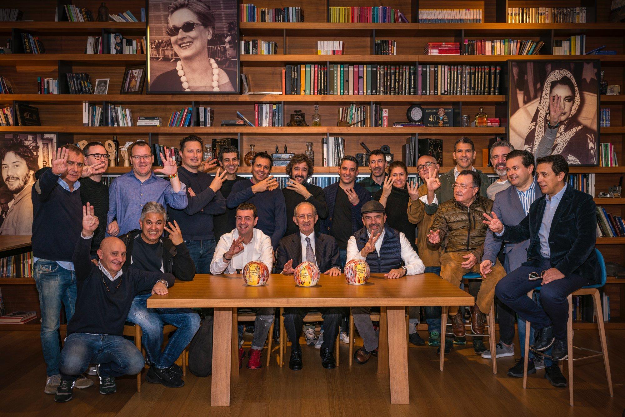 Foto de familia de los chef con 3 Soles  2019 Guía Repsol en Donostia.
