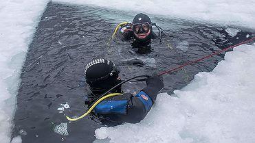 Bucear bajo el hielo en Panticosa (Huesca)