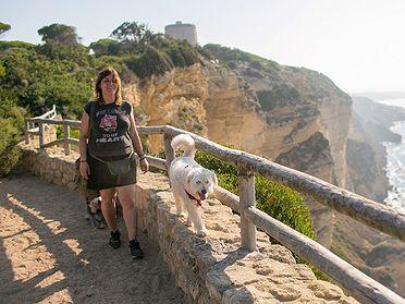 Ruta con perros por los acantilados de Barbate (Cádiz)