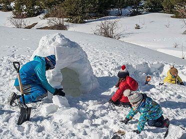 Construir un iglú en el Valle de Tena (Huesca)