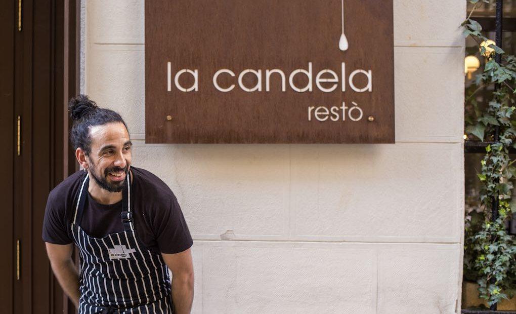 El chef Samy Alí Rando en la puerta de su restaurante.