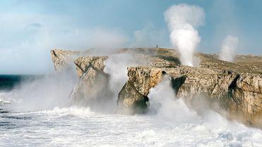 Llanes (Asturias): Capricho de las mareas