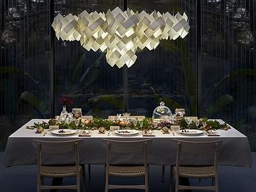 Mesas con iluminación diferente en Navidad