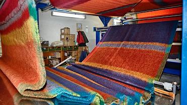 Los pelaires que tejen 'mohair' para las firmas de lujo