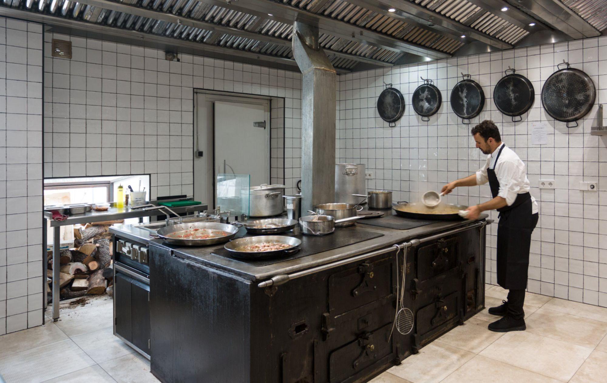 Restaurante 'Es Ventall' (cocina de leña de hierro fundido)