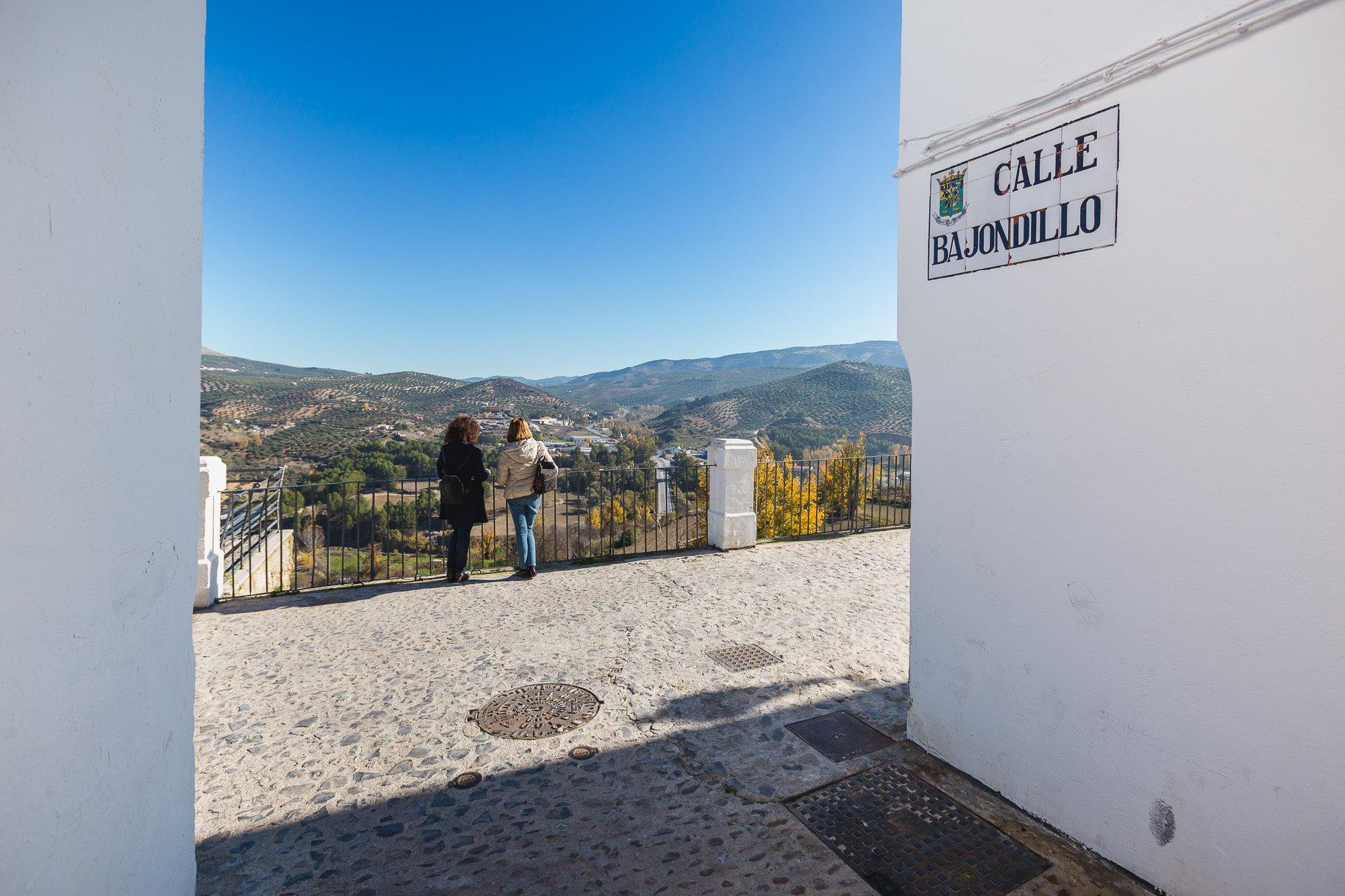 Bajondillo es una de las calles de La Villa que desembocan en el Adarve.