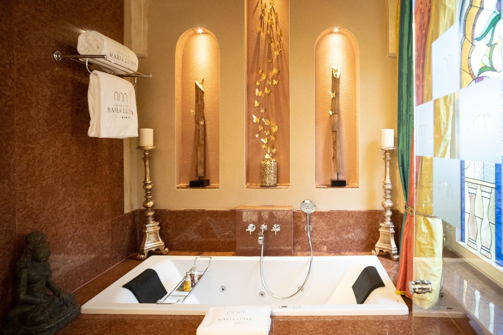 El baño de la suite María Luisa ocupa la antigua capilla de la casa.