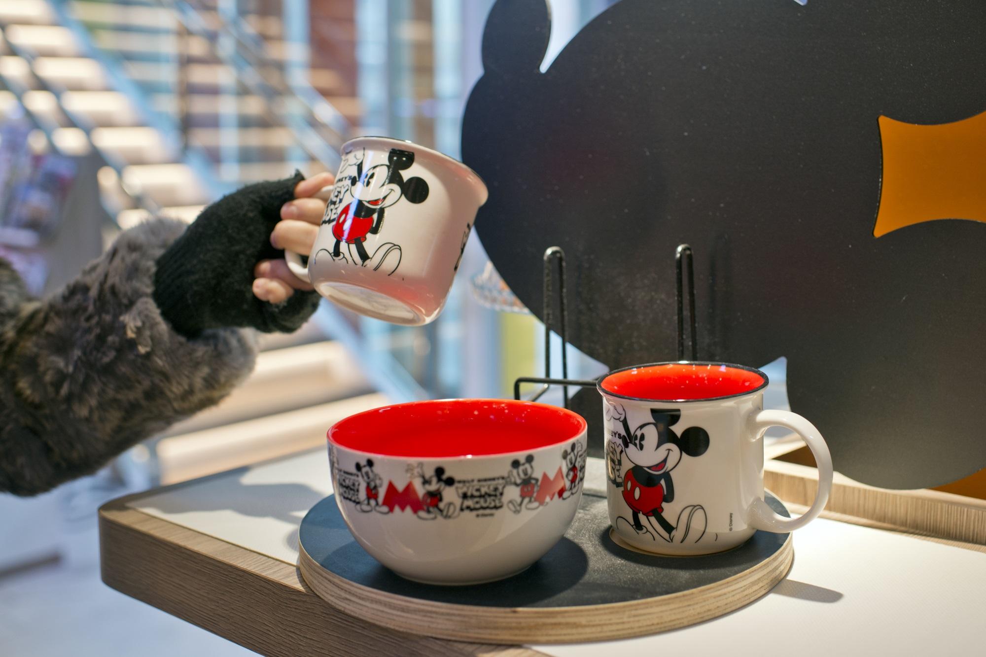 Regalos que te sacan de un apuro: juego de tazas de Mickey Mouse versión 'vintage'.