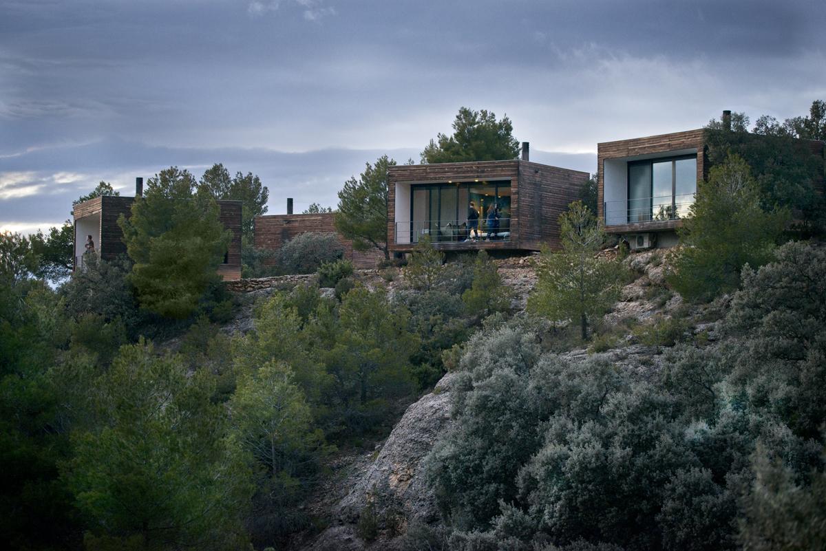 El hotel está formado por una serie cubículos integrados en la naturaleza. Foto: Sofía Moro.