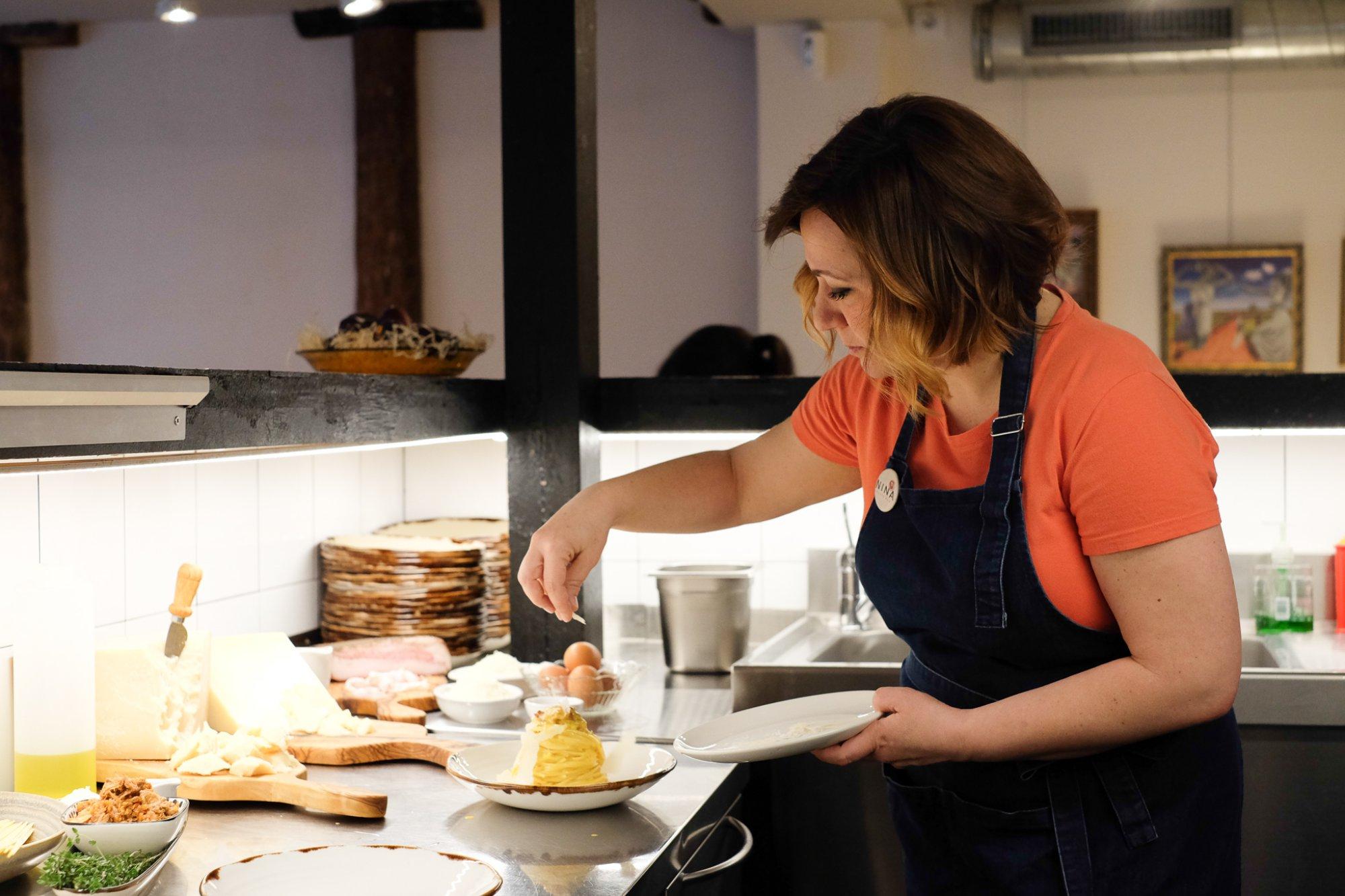 Nina Pasta Bar: Adriana Restano en cocina