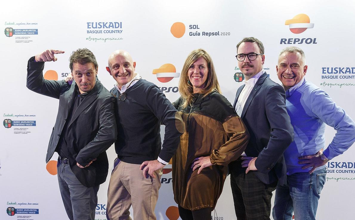 Photocall Gala Soles Guía Repsol - Trisoleados: Paco Morales posa con los dueños de Atrio
