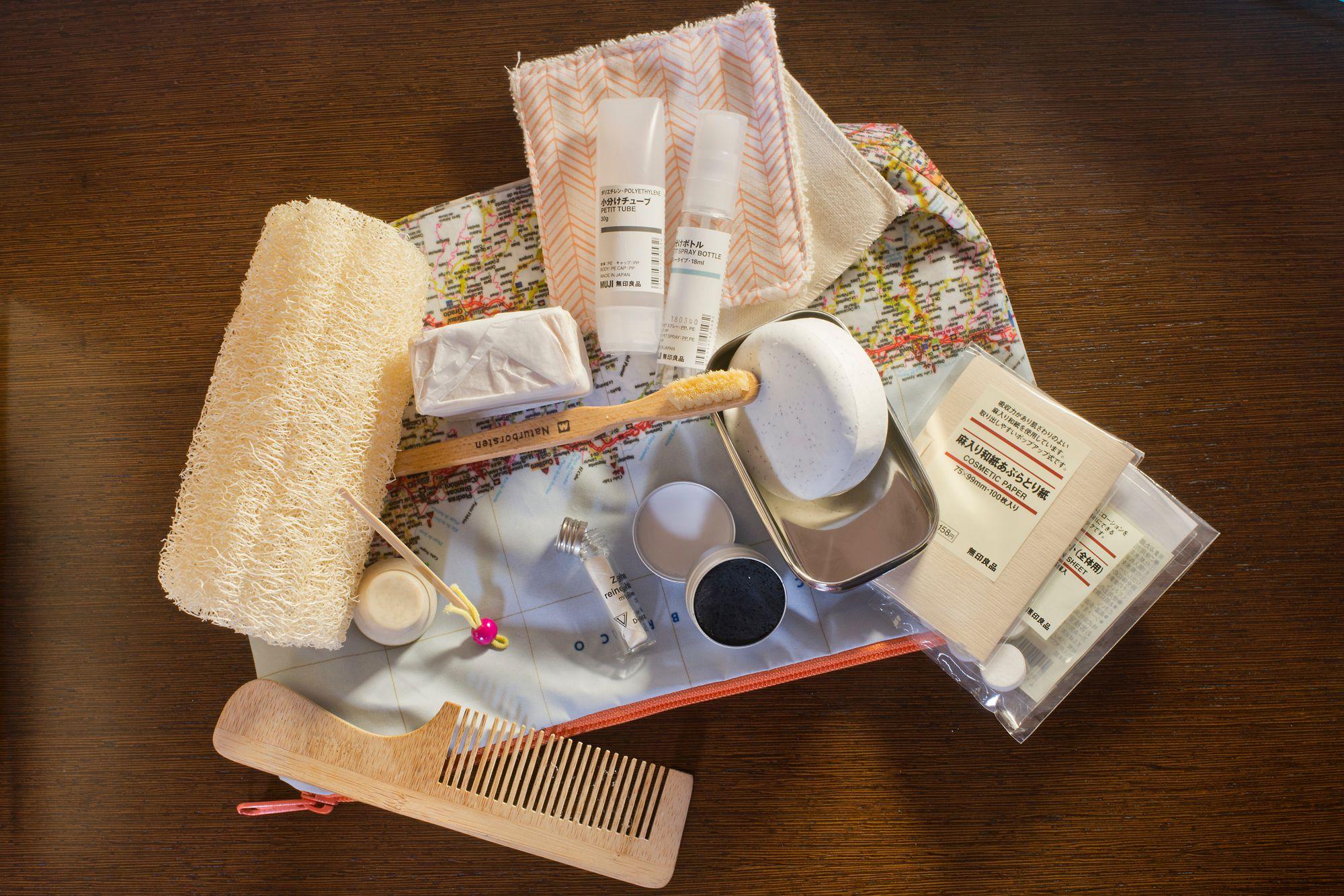 Es posible preparar un neceser respetuoso con el medio ambiente, tanto en productos como en envases.