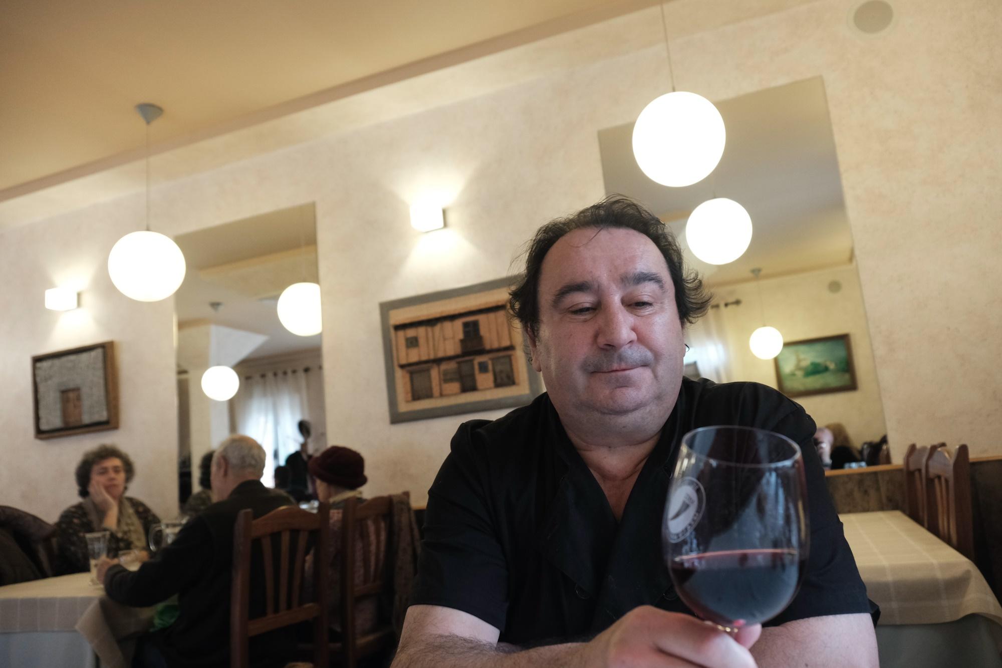 Luis Francisco regenta 'El Espolón' desde hace 29 años.