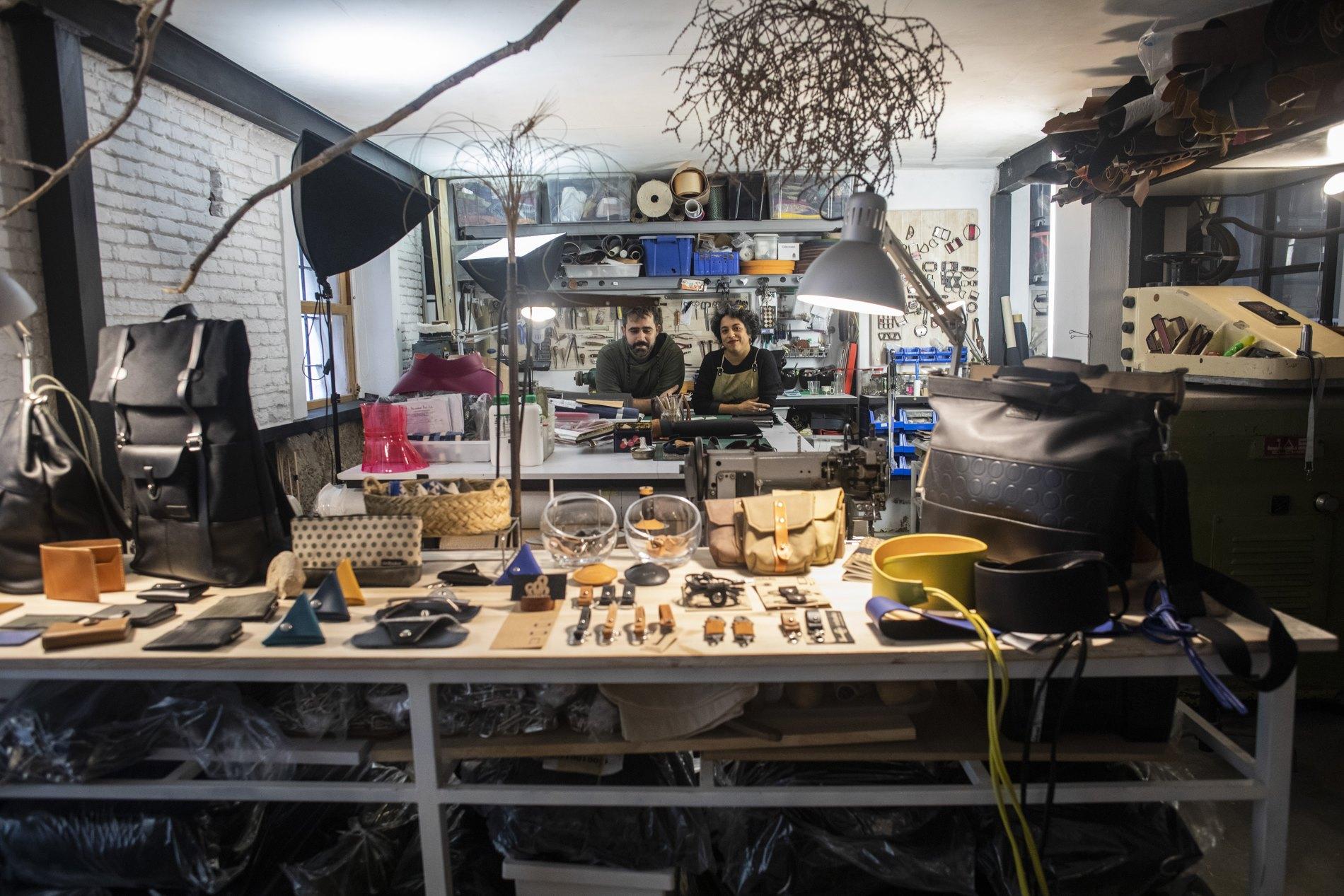 Alejandra y Ruggero, de 'Oobuka', han conseguido aunar taller, tienda y hogar en el mismo edificio del casco viejo valenciano.