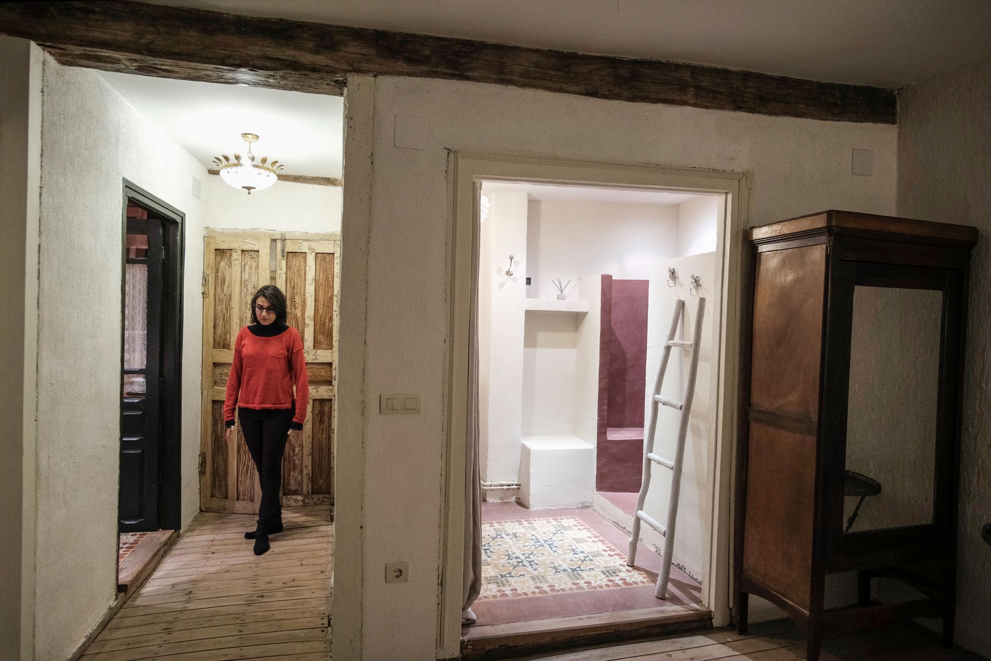 La 'suite' mantiene el espacio de la ducha separado del resto del cuarto de baño.
