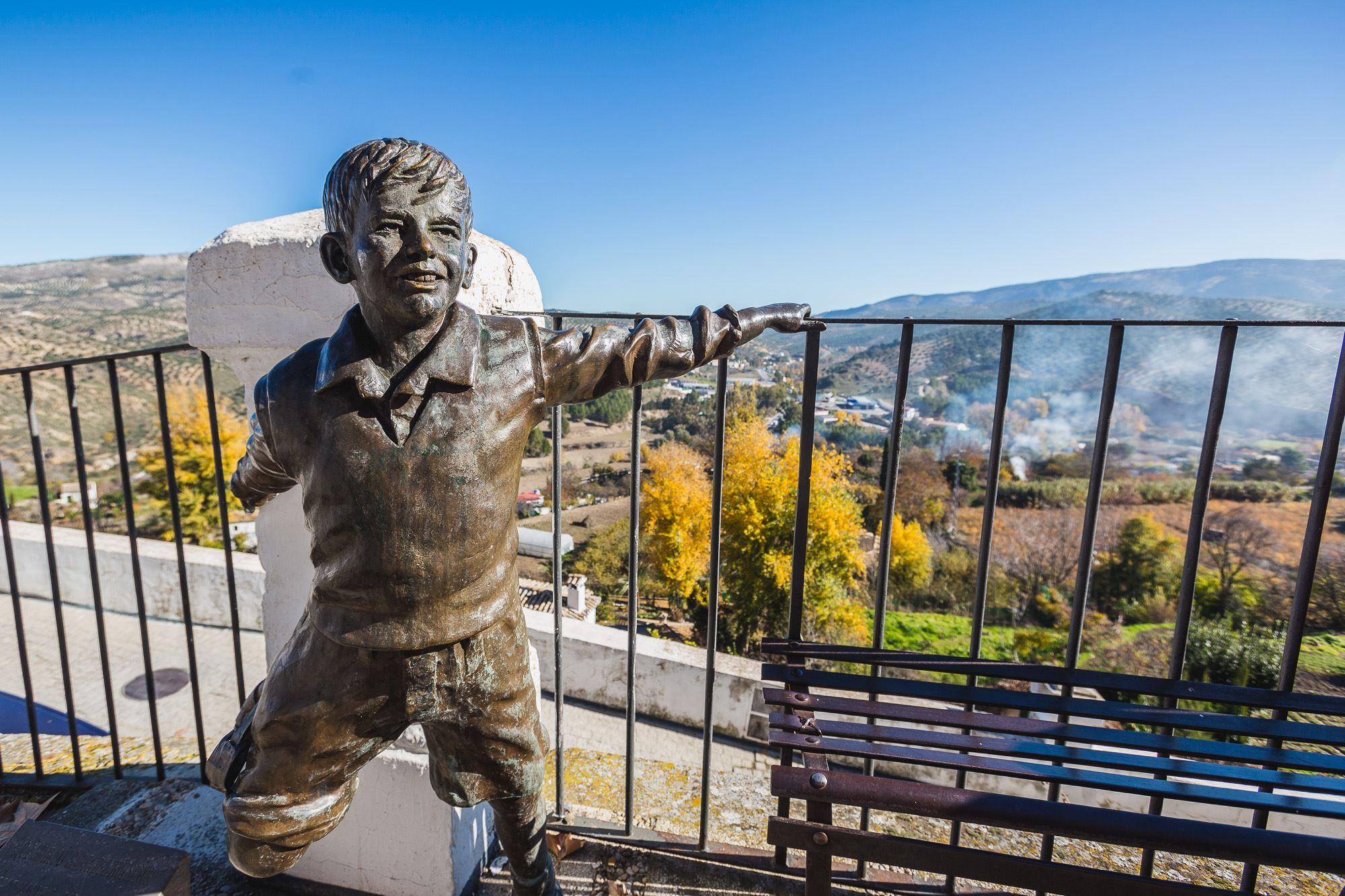 La escultura de Joselito homenajea al artista y a su película 'Saeta del Ruiseñor', rodada en Priego.