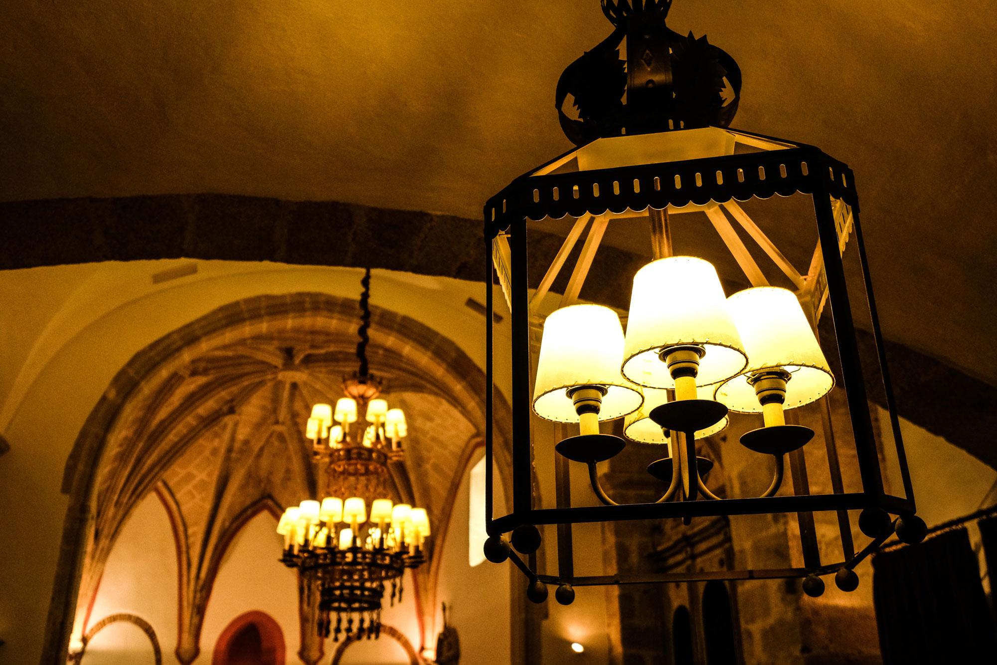 Lámparas de la capilla del Parador.