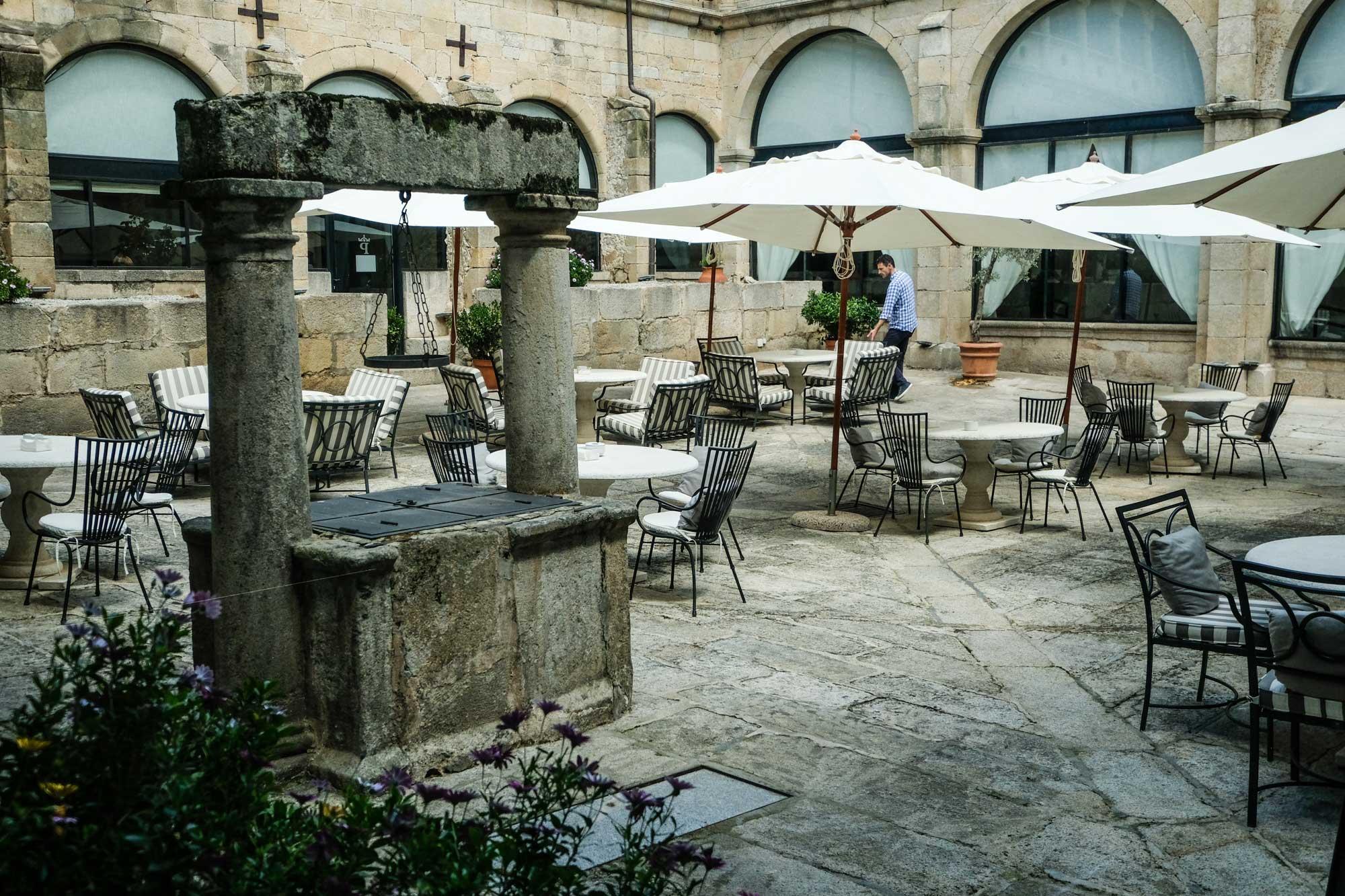 Claustro renacentista del alojamiento, convertido en terraza.