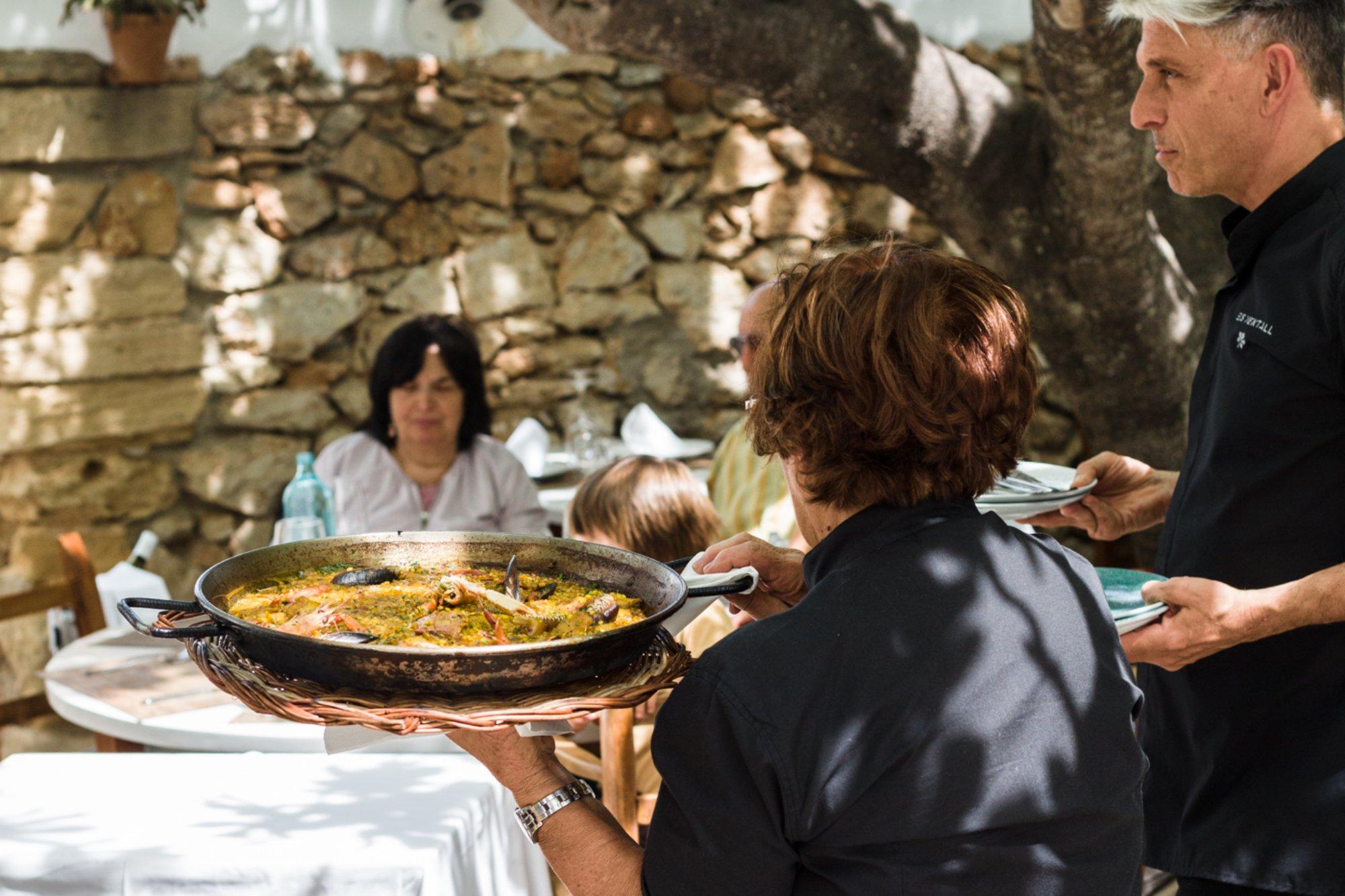 Restaurante 'Es Ventall': terraza bajo la higuera