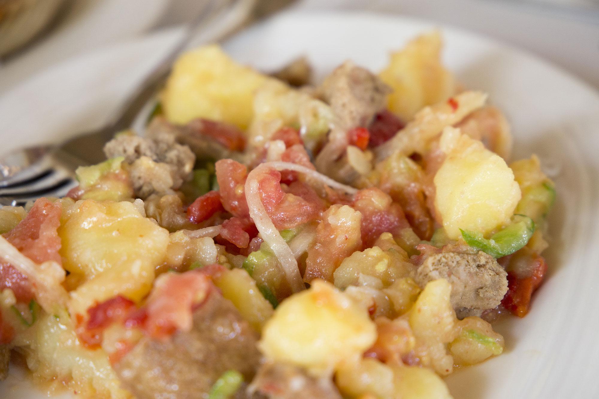 La ensalada payesa de Formentera es uno de los platos que se prepara con el peix sec. Foto: shutterstock
