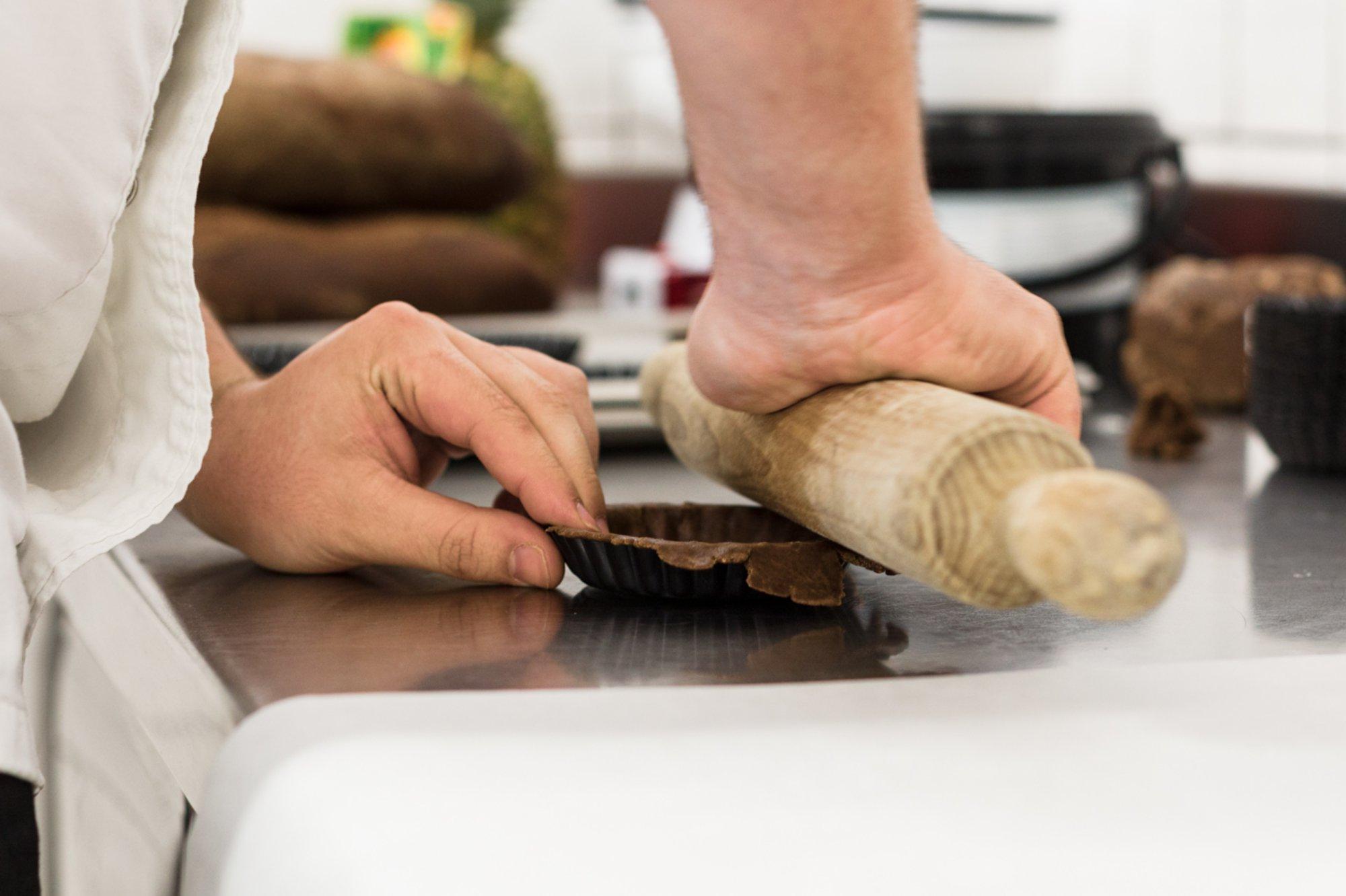 Restaurante 'Es Ventall': amasando las tartaletas de algarroba